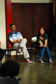 O ator Cassio Castelan e a dramaturga Solange Dias, no bate-papo após o exercício cênico.